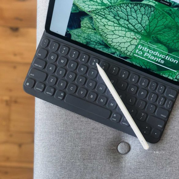 Apple-Smart-Keyboard-on-11-inch-iPad-Pro-with-Apple-Pencil-Review