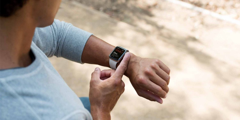 Apple-Watch-ECG-app-man-on-apple-watch