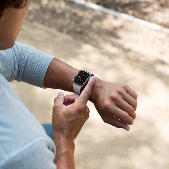 Apple-Watch-ECG-app-man-on-apple-watch