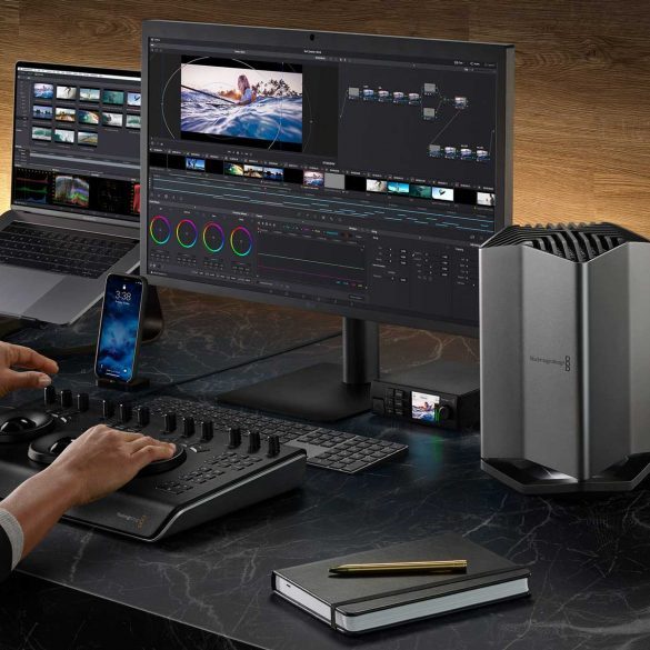 Blackmagic-eGPU-Pro-connected-to-MacBook-Pro-and-Retina-Display