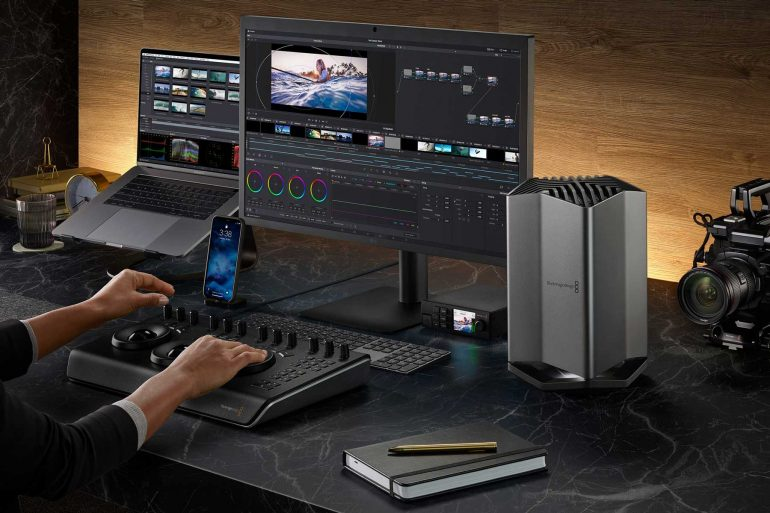 Blackmagic-eGPU-Pro-connected-to-MacBook-Pro-and-Retina-Display