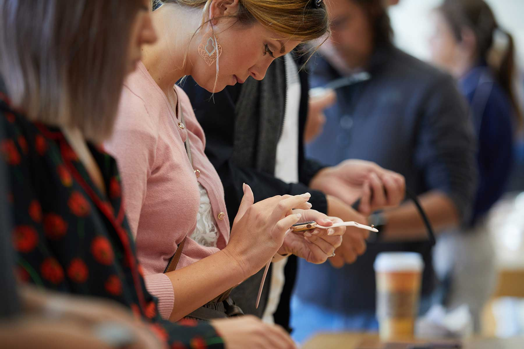 Woman-with-Apple-Watch-Series-4-in-Apple-Store